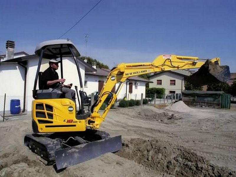 Excavatoare mini New Holland E 18 SR dealer