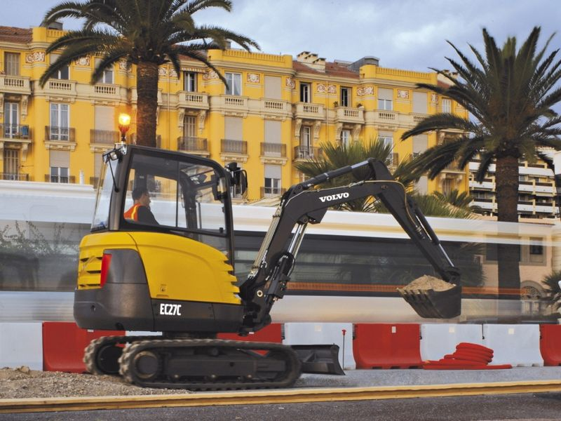 Excavatoare mini Volvo EC 27 dealer