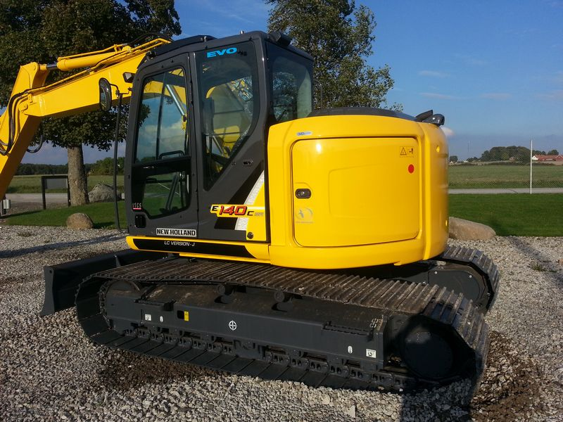 Excavatoare pe senile New Holland E 140 Romania