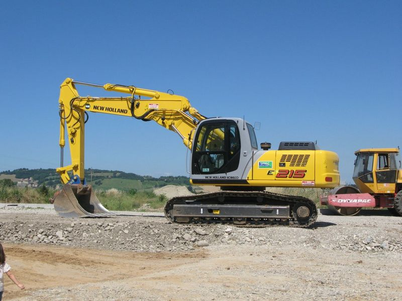 Excavatoare pe senile New Holland E 215 Romania