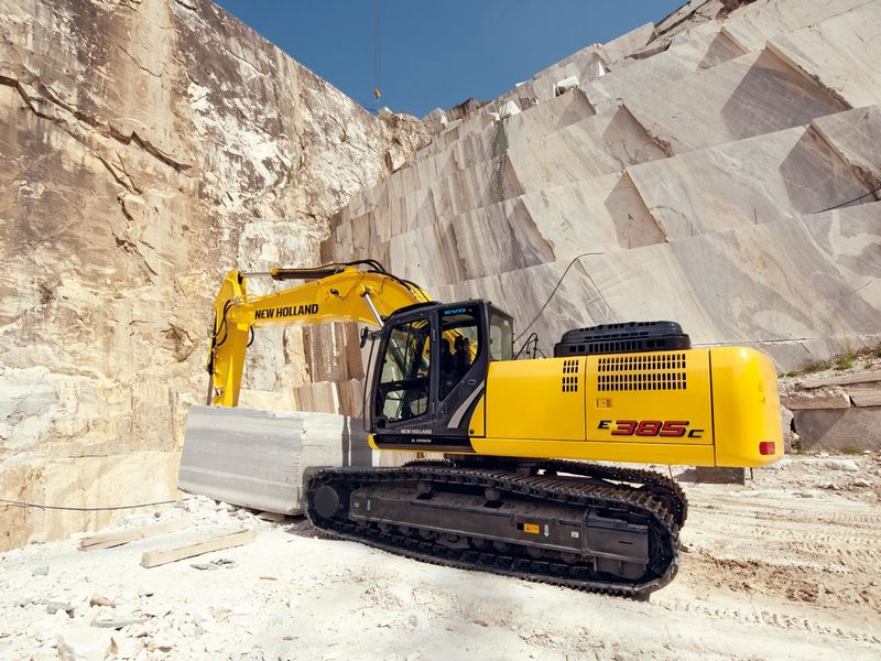 Excavatoare pe senile New Holland E 385 dealer