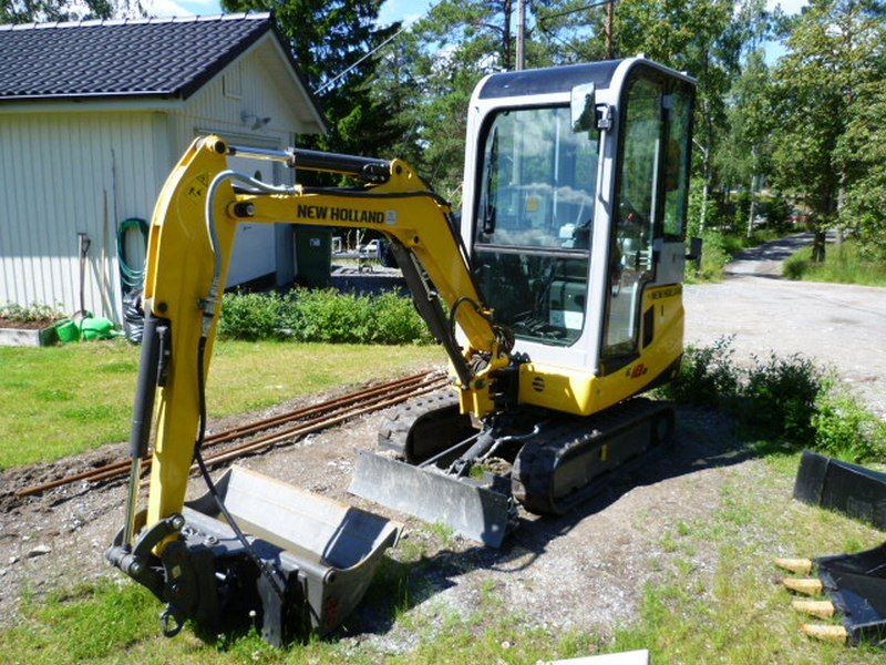 Excavator mini New Holland E 18 oferta