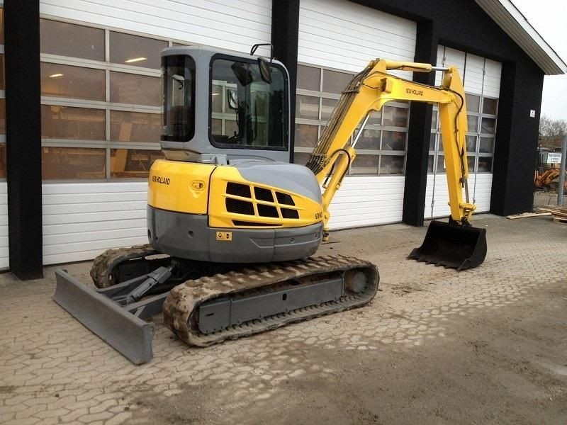 Excavator mini New Holland E 50 de vanzare