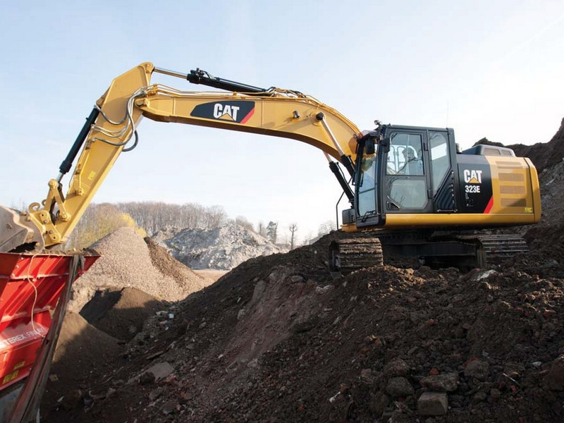 Excavator pe Senile Caterpillar 323 second hand