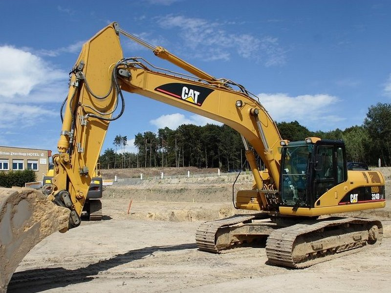 Excavator pe Senile Caterpillar 324 dealer