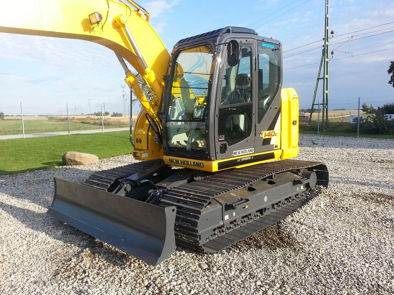 Excavator pe senile New Holland E 140 second hand