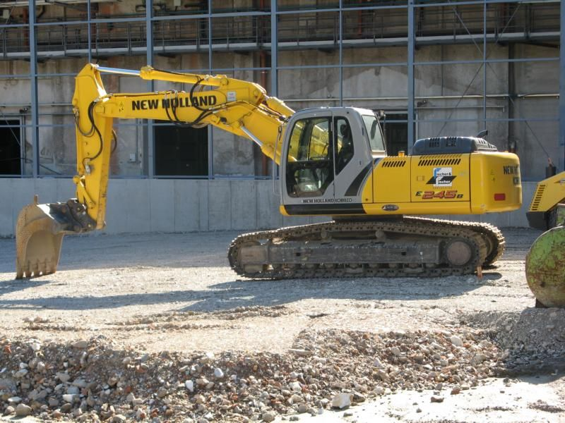 Excavator pe senile New Holland E 245 dealer