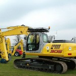 Excavator pe senile New Holland E 305 second hand