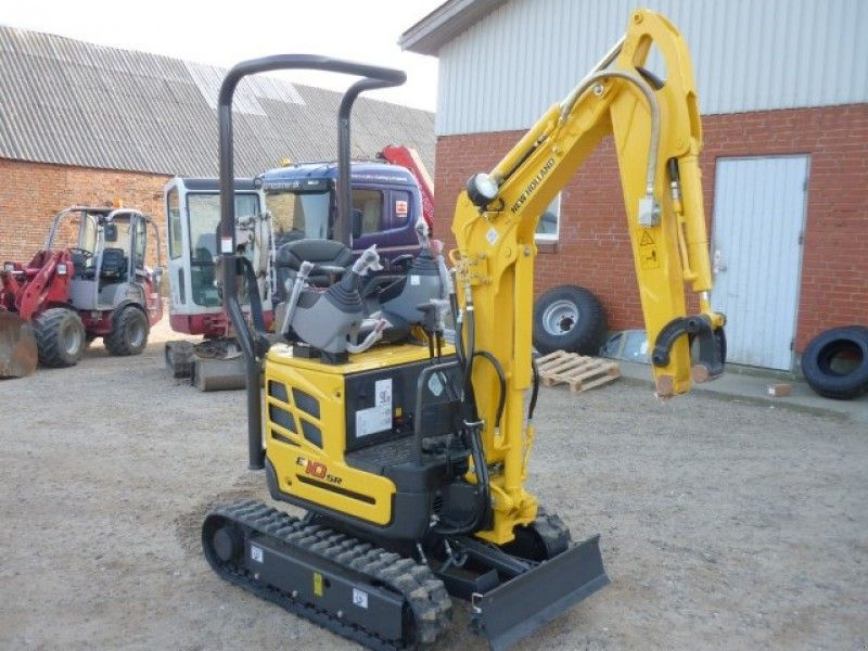 Excavator mini New Holland E 10 oferta