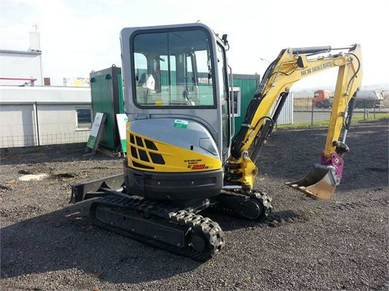 Excavator mini New Holland E 29 vand