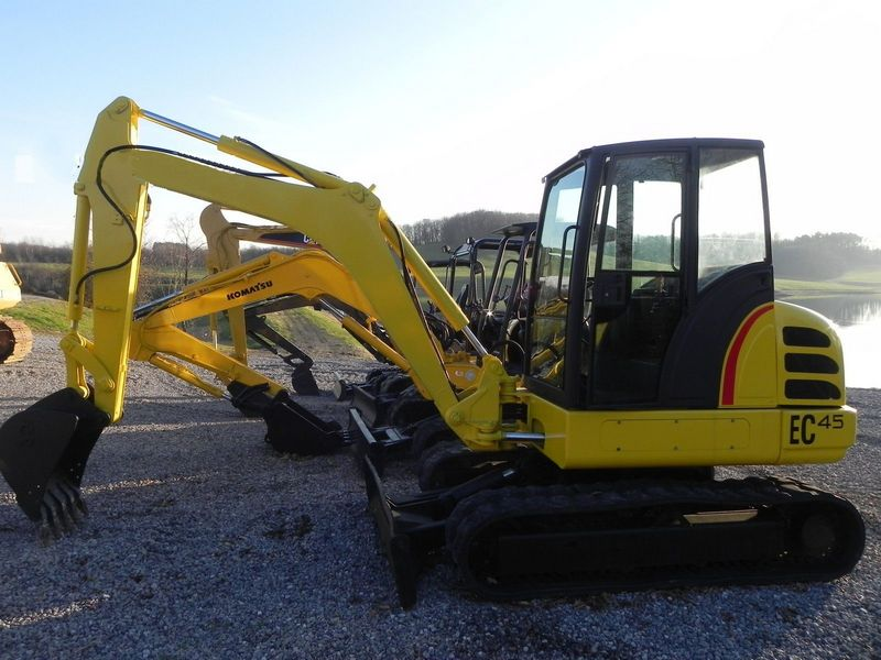 Excavator mini New Holland E 45 de vanzare