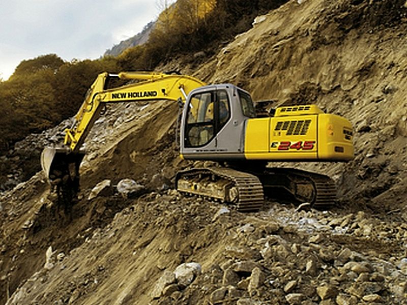 Excavator pe senile New Holland E 245 Romania